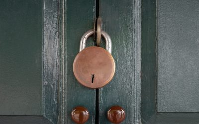 antique-locked-with-old-rusted-padlock-on-green-door-background_t20_ko4083