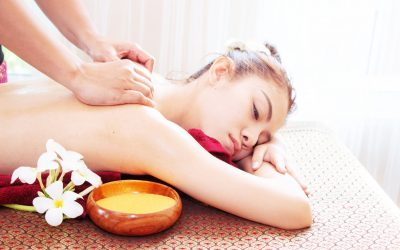 thai-massage-for-woman-in-spa